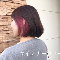 インナーカラー ブリーチカラー 切りっぱなしボブ ストリート ヘアスタイルや髪型の写真・画像