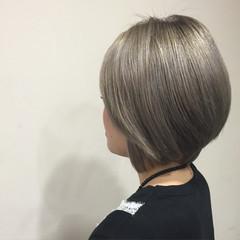 外国人風 グラデーションカラー ショート 艶髪 ヘアスタイルや髪型の写真・画像