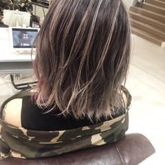 ミディアム インナーカラーパープル バレイヤージュ ハイライト ヘアスタイルや髪型の写真・画像