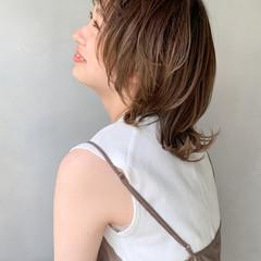 ミルクティーベージュ ウルフレイヤー ナチュラルベージュ ストリート ヘアスタイルや髪型の写真・画像