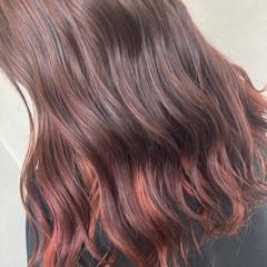 インナーカラー インナーカラーレッド 夏 ナチュラル ヘアスタイルや髪型の写真・画像