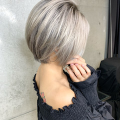 モード 秋冬スタイル ショート ホワイトアッシュ ヘアスタイルや髪型の写真・画像