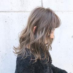 ナチュラル アッシュグレージュ 冬 ハイライト ヘアスタイルや髪型の写真・画像