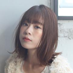 ミディアム アンニュイほつれヘア ナチュラル デート ヘアスタイルや髪型の写真・画像