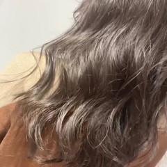 ロング イルミナカラー ナチュラル グレージュ ヘアスタイルや髪型の写真・画像