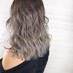 バレイヤージュ ミディアム ホワイトカラー ブリーチカラー ヘアスタイルや髪型の写真・画像