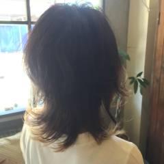 ミディアム 外ハネ ウルフカット レイヤーカット ヘアスタイルや髪型の写真・画像