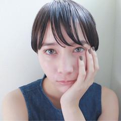 暗髪 ショート ウェットヘア ストレート ヘアスタイルや髪型の写真・画像