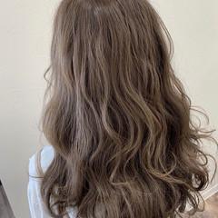 ロング ミルクティーグレージュ グレージュ フェミニン ヘアスタイルや髪型の写真・画像