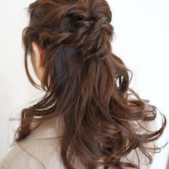 ロング 甘め ねじり ヘアアレンジ ヘアスタイルや髪型の写真・画像