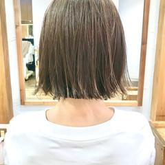 アッシュベージュ 透明感カラー 切りっぱなしボブ ショートボブ ヘアスタイルや髪型の写真・画像
