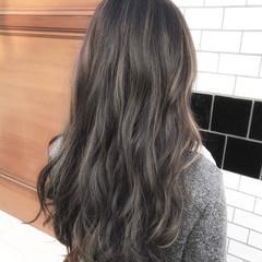 インナーカラー ロング ミルクティーグレージュ アッシュグレージュ ヘアスタイルや髪型の写真・画像