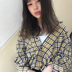オリーブアッシュ ミディアム 秋 透明感 ヘアスタイルや髪型の写真・画像