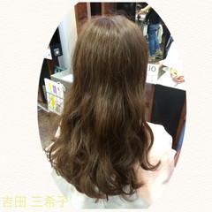 ロング 波ウェーブ イルミナカラー コンサバ ヘアスタイルや髪型の写真・画像