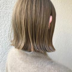 ブリーチオンカラー ナチュラル ヌーディーベージュ ブラウンベージュ ヘアスタイルや髪型の写真・画像