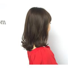 ラフ ナチュラル 外ハネ アッシュグレー ヘアスタイルや髪型の写真・画像