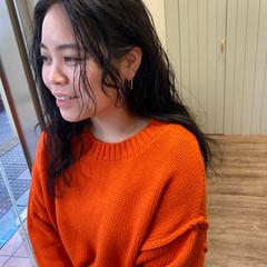カーリーヘアー ロング デジタルパーマ コテ巻き風パーマ ヘアスタイルや髪型の写真・画像