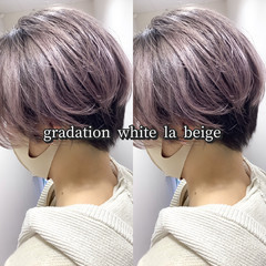 ラベンダーグレージュ ショート ホワイトベージュ ショートボブ ヘアスタイルや髪型の写真・画像