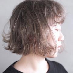ハイトーン ホワイト 冬 ブリーチ ヘアスタイルや髪型の写真・画像