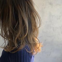 ミルクティーブラウン エレガント ミルクティーグレージュ ミルクティーアッシュ ヘアスタイルや髪型の写真・画像