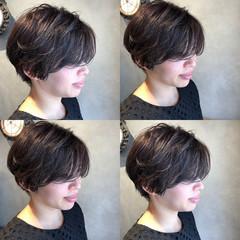 コンサバ 黒髪 パーマ ショート ヘアスタイルや髪型の写真・画像