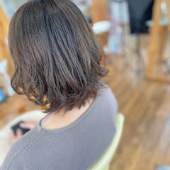 パーマ ミディアム ゆるふわパーマ オリーブベージュ ヘアスタイルや髪型の写真・画像
