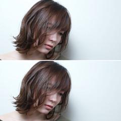 ボブ ウェーブ アッシュ 切りっぱなし ヘアスタイルや髪型の写真・画像