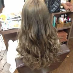 ロング ベージュ アッシュベージュ ダブルカラー ヘアスタイルや髪型の写真・画像