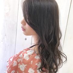 ウェーブ 前髪あり ロング アッシュ ヘアスタイルや髪型の写真・画像