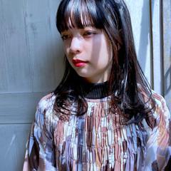 ナチュラル セミロング 透明感 インナーカラー ヘアスタイルや髪型の写真・画像