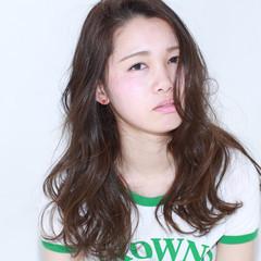 イルミナカラー 外国人風 フェミニン ナチュラル ヘアスタイルや髪型の写真・画像