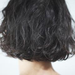 パーマ シルバーアッシュ ナチュラル ボブ ヘアスタイルや髪型の写真・画像