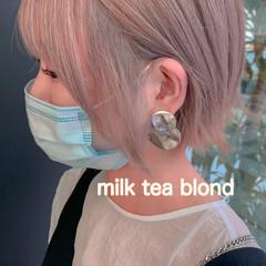 ブロンドカラー ナチュラル ミルクティーベージュ ショート ヘアスタイルや髪型の写真・画像