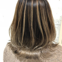 バレイヤージュ ナチュラル シルバーアッシュ ハイライト ヘアスタイルや髪型の写真・画像