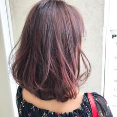 ベリーピンク グレージュ ミディアム ラベンダーアッシュ ヘアスタイルや髪型の写真・画像