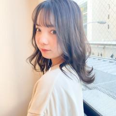 シースルーバング 前髪 ミルクティーグレージュ セミロング ヘアスタイルや髪型の写真・画像
