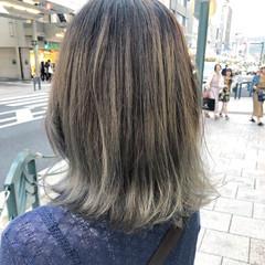 シルバーアッシュ バレイヤージュ グラデーションカラー モード ヘアスタイルや髪型の写真・画像