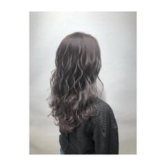 アッシュグレージュ ロング レイヤーカット ミルクティーベージュ ヘアスタイルや髪型の写真・画像