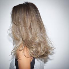 ハイライト 外国人風 グレージュ グラデーションカラー ヘアスタイルや髪型の写真・画像