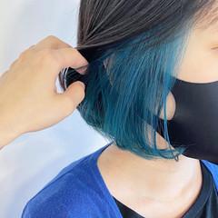 ボブ ターコイズブルー 切りっぱなしボブ インナーカラー ヘアスタイルや髪型の写真・画像
