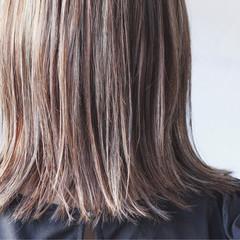 ナチュラル グレージュ ミディアム 大人ハイライト ヘアスタイルや髪型の写真・画像