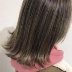 ハイライト ストリート ミディアム バレイヤージュ ヘアスタイルや髪型の写真・画像
