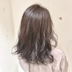 ナチュラル ミディアム ハイライト グラデーションカラー ヘアスタイルや髪型の写真・画像