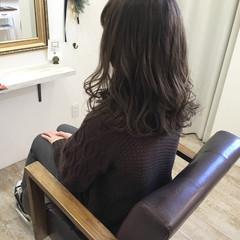 ナチュラル ハイライト ミディアム 外ハネ ヘアスタイルや髪型の写真・画像