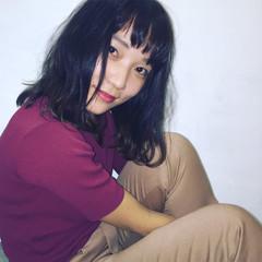 セミロング 暗髪 斜め前髪 ナチュラル ヘアスタイルや髪型の写真・画像