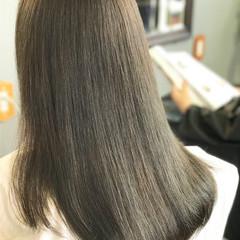 デート カーキアッシュ セミロング ナチュラル ヘアスタイルや髪型の写真・画像