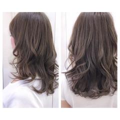 アッシュ リラックス ウェーブ ナチュラル ヘアスタイルや髪型の写真・画像