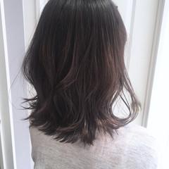 フェミニン ミディアム グレージュ ヘアスタイルや髪型の写真・画像