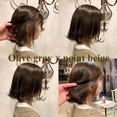ボブヘアー 外ハネボブ オリーブアッシュ ショートボブ ヘアスタイルや髪型の写真・画像