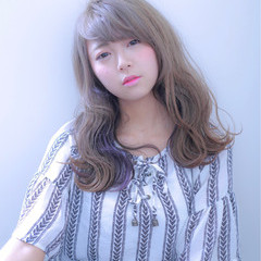 フェミニン インナーカラー ダブルカラー グレーアッシュ ヘアスタイルや髪型の写真・画像